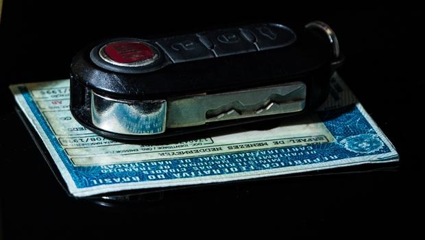 Comissão aprova projeto que permite carteira de motorista em formato digital