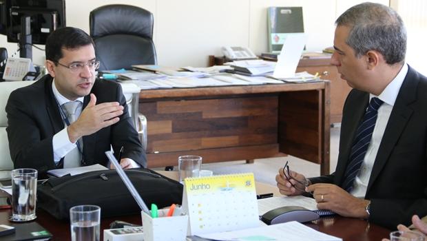 Ministro interino da Justiça demonstra interesse no Pacto Interestadual de Segurança