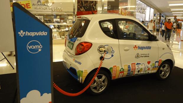 Carros elétricos compartilhados são testados como alternativa para mobilidade urbana