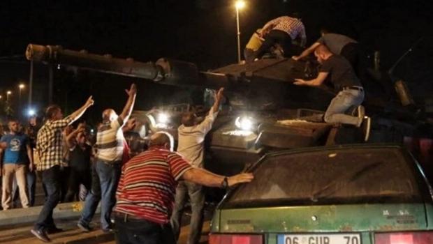 Tentativa de golpe deixa 265 mortos na Turquia; situação está sob controle