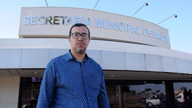 Secretário de Saúde, Sandro Andriotti diz que prefere ser atendido pela rede municipal de Senador Canedo, mesmo tendo convênio   Foto: Renan Accioly