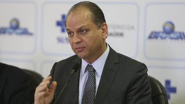 Em Goiás, ministro da Saúde anuncia recursos e recebe homenagens