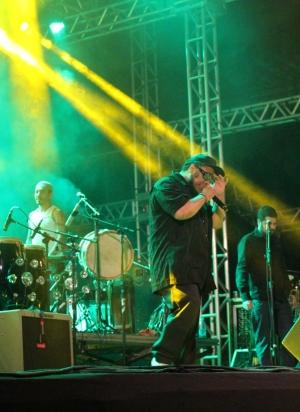 BNegão e Os Seletores de Frequência fizeram a festa do público | Foto: Bruna Aidar/ Jornal Opção