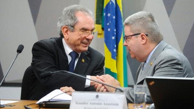 Presidente da Comissão do Impeachment no Senado Raimundo Lira e Relator Antonio Anastasia | Foto: Marcos Oliveira/Agência Senado