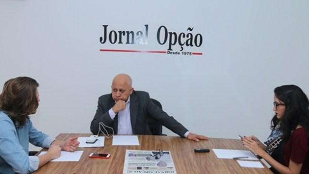 Djalma concede entrevista aos repórteres do Jornal Opção