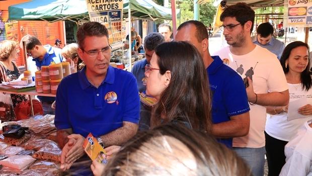 Francisco Jr. na feira da Rua do Lazer | Foto: Rafael Batista