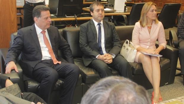 Governador Marconi Perillo; o ministro do Trabalho, Ronaldo Nogueira; e a secretária Lêda Borges | Foto: Marco Monteiro
