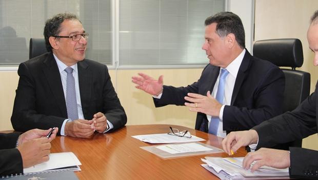 Governador discute pontos do projeto com diretor da Valec | Foto: Humberto Silva