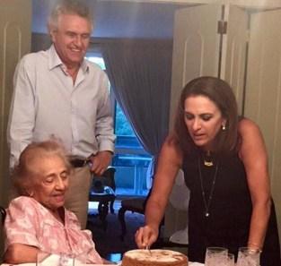 Senador Ronaldo Caiado (DEM-GO) postou homeangem à sogra em seu perfil oficial no Facebook | Foto: Divulgação / Facebook