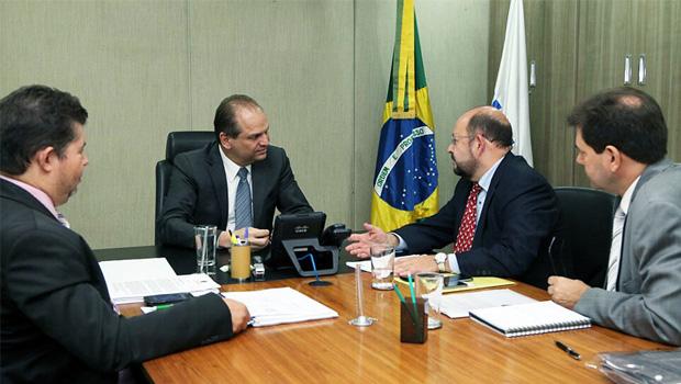 Ministro da Saúde, Ricardo Barros, e o secretário da Saúde do Tocantins, Marcos Musafir: na pauta, mais recurso para o Estado