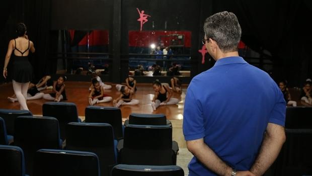 Francisco Jr. em visita ao Teatro Carlos Moreira Foto: Rafael Batista