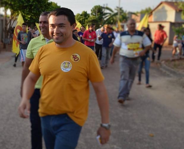 Professor Kelson, candidato do PSB a prefeito de Bonfinópolis, é o favorito   Foto de seu Facebook