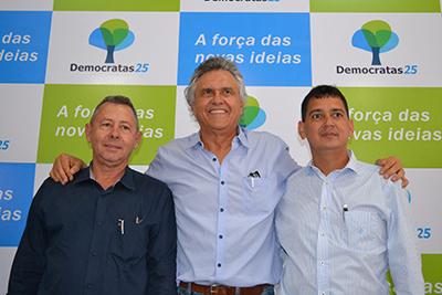 Machadinho, Ronaldo Caiado e Ozires Ribeiro Silva: o candidato (o primeiro da foto) não tem experiência com gestão pública, mas é milionário