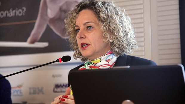 Ana Carla Abrão realiza palestra no Instituto FHC e é elogiada pelo ex-presidente