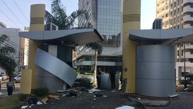 Agência do Banco do Brasil da Praça Tamandaré é alvo de explosão | Fotos: Larissa Quixabeira