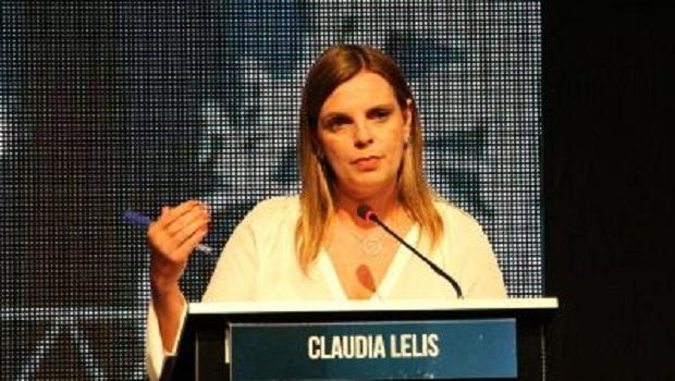 Cláudia Lélis apresenta e defende propostas em debate. Adversários se engalfinham
