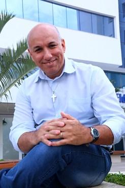 Consultor financeiro, Cláudio Bispo precisava criar um site para sua empresa se tornar um negócio 24 horas | Foto: Fernando Leite/Jornal Opção