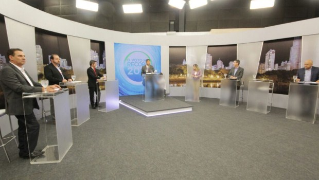 Ânimos acirrados marcam segundo debate televisionado entre candidatos a prefeito