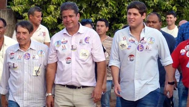Abelardo Vaz e Lucas Calil durante caminhada em Inhumas | Foto: reprodução