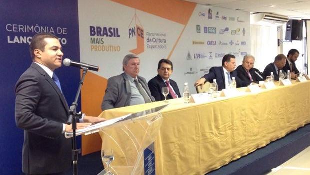 Ministro da Indústria lança programas de incentivo para empresas goianas