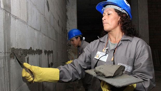 Secretaria da Mulher abre vagas para cursos de construção civil em Goiânia