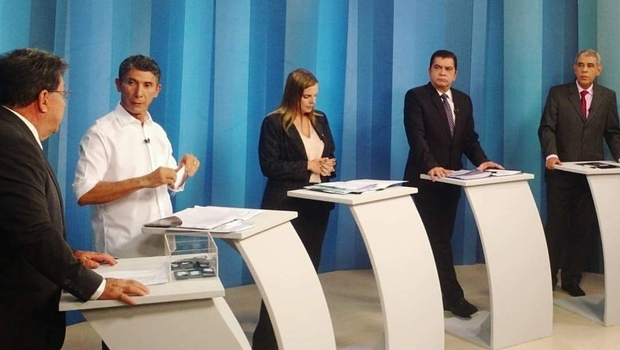 Candidatos no debate da TV Anhanguera