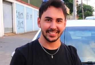 Pedro Fellipe é o instrutor das jovens Taís e Laura | Foto: Fernando Leite/Jornal Opção