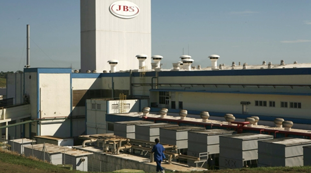 BNDES pede assembleia extraordinária da JBS para discutir comando da empresa