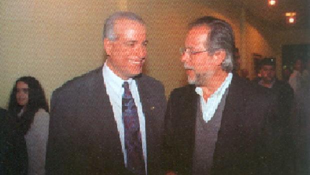 Celso Daniel e José Dirceu: a cúpula do PT se beneficiou das falcatruas na Prefeitura de Santo André. Livro sugere que o petismo apropriou-se de pelo menos 1,2 milhão de reais, até 2002. O PT era dono do caixa dois