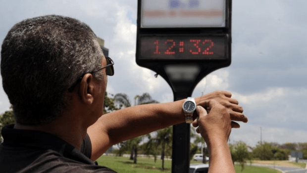 Assembleia decide manter veto ao fim do horário de verão em Goiás