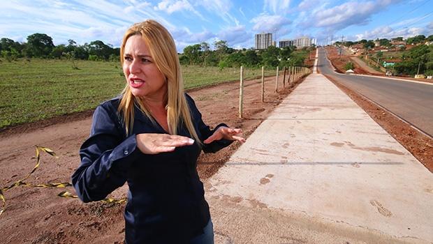 Nas obras da Avenida São João, secretária explica trabalho realizado para unir mais áreas nos projetos | Foto: Fernando Leite / Jornal Opção