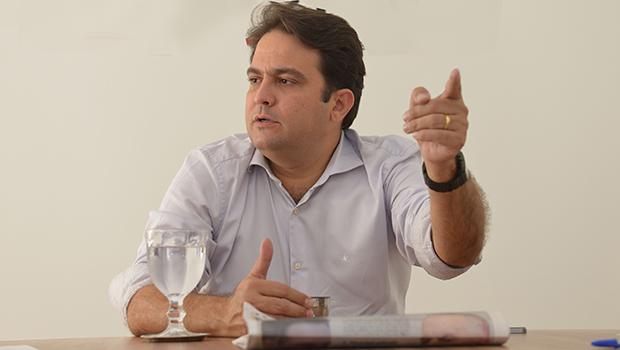 """""""PTB não fará política como alguns partidos da base"""", diz Roberto Naves"""