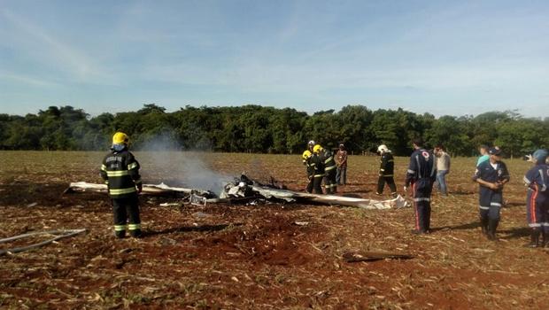 Avião cai em Jataí e deixa dois mortos