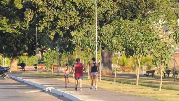 Canedenses passeiam em parque de Senador Canedo: cidade passou por verdadeira revolução nas gestões de Vanderlan | Foto: Divulgação