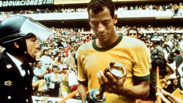 Carlos Alberto, o Capita, num time de feras, como Pelé e Tostão, conseguiu se destacar