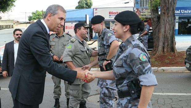 De volta à secretaria, José Eliton acompanha operação policial em Goiânia