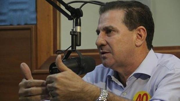 Vanderlan apresenta propostas ao vivo na Rádio Bandeirantes 820 | Foto: Divulgação