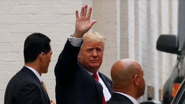 """Trump diz que deportará cerca de 3 milhões de imigrantes dos EUA """"imediatamente"""""""