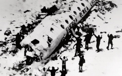 Sociedade da neve contra a barbárie. A história do acidente aéreo de 1972 nos Andes