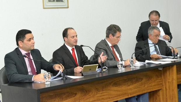 Joaquim Mesquita esclarece pontos da Proposta de Lei Orçamentária a deputados
