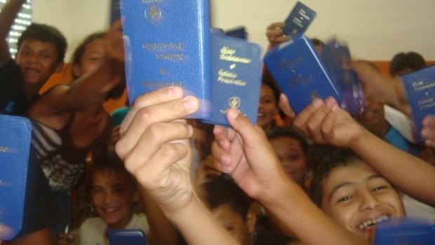 Professor não deveria ser porta-voz de dogmas religiosos, diz doutora em Educação