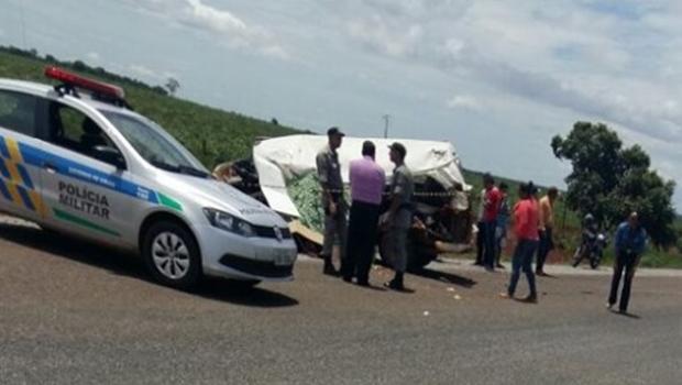 Acidente com van escolar deixa ao menos duas crianças mortas em Goiás