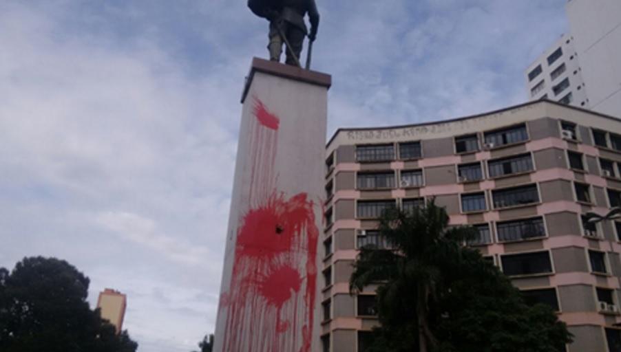 Prefeitura recupera monumentos Santos Dumont e do Bandeirantes, depredados por vândalos