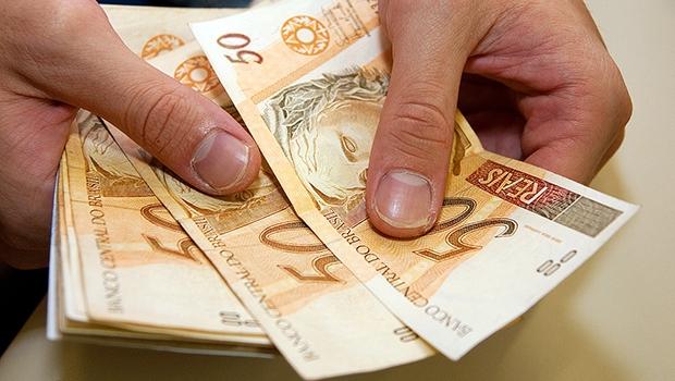 Brasileiros de todas as classes têm dificuldade para poupar, diz SPC
