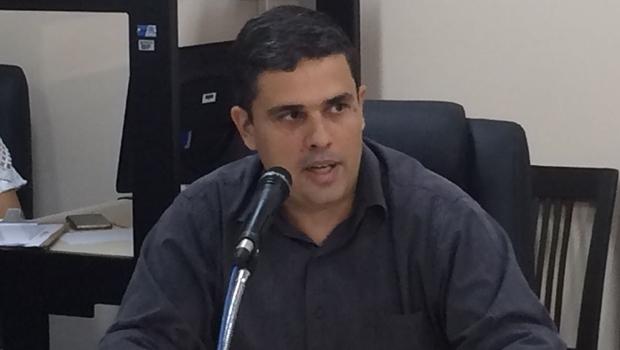 Superintendente da Sefin, Eduardo Scarpa, explica o projeto para orçamento municipal de 2017   Foto: Larissa Quixabeira / Jornal Opção