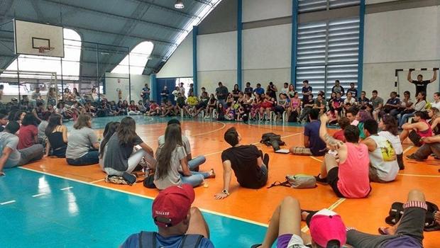 Campus da UEG em Goiânia é ocupado por estudantes contrários à PEC 241/55