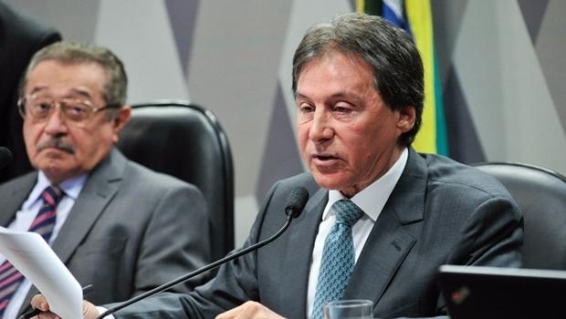 Senador Eunício Oliveira (PMDB-CE) apresentou parecer favorável à aprovação da PEC do Teto de Gastos | Foto: Geraldo Magela/Agência Senado