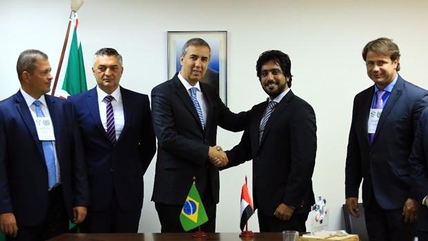 José Eliton recebe representantes de indústria bélica nos Emirados Árabes Unidos