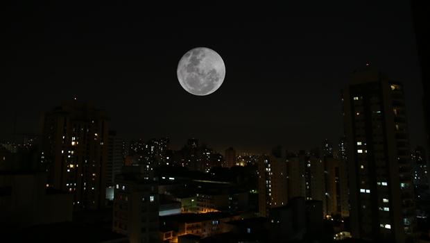 Eclipse da Lua pode ser visto nesta sexta-feira (10/2) em todo o Brasil