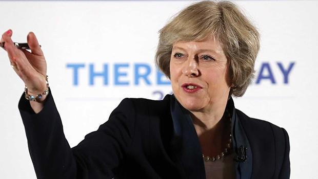 "Primeira-ministra britânica Theresa May aferra-se ao conceito que se mostrou uma armadilha: ""Brexit é Brexit"""